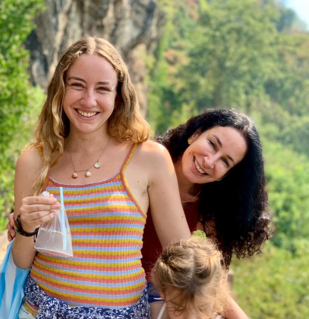Yael Elish and daughters_1
